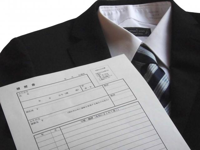 スーツと履歴書